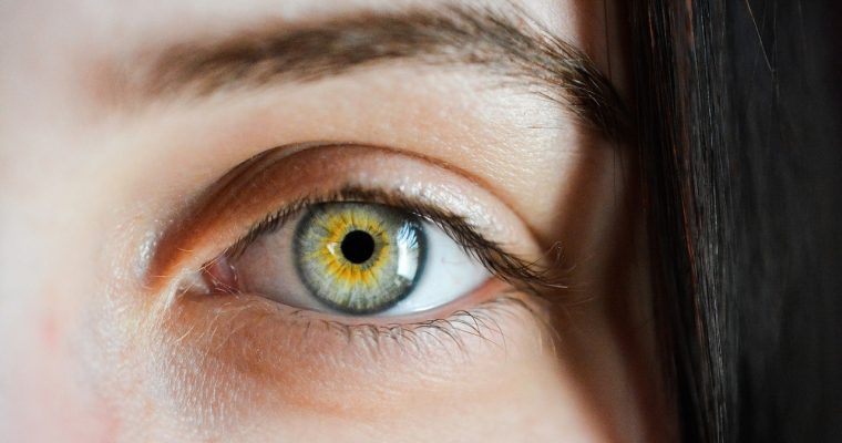 眼科中心告訴我們,黃斑病變的原因有哪些