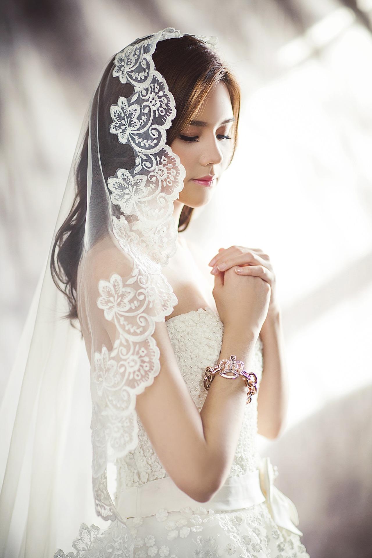 訂婚戒指應該選擇多大份量的鑽石